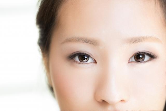 目の下のくぼみ改善イメージ写真
